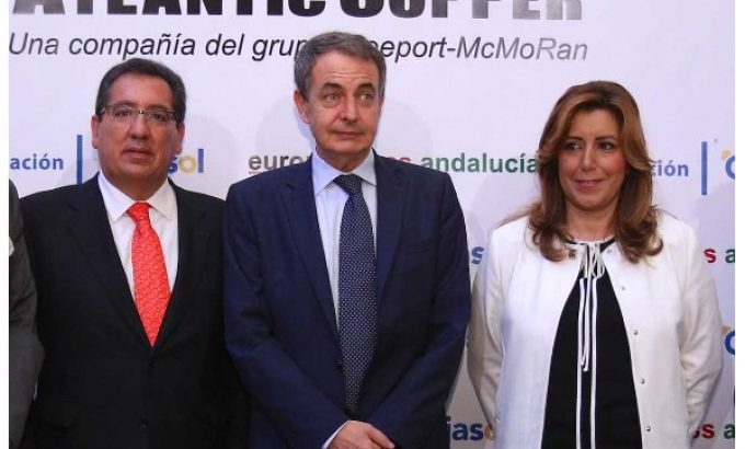 <em>Pulido posa junto a Zapatero y Susana Díaz en uno de los últimos desayunos/conferencia de Europa Press en Sevilla</em>