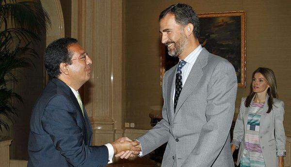 Antonio Pulido saluda a Felipe VI y Letizia. Foto Efe