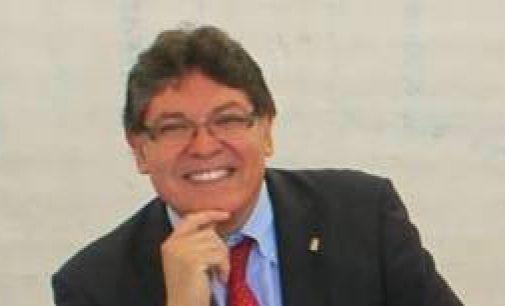 ¿De qué se ríe el inhabilitado Rogelio Mena?