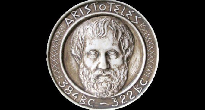"""""""Menos postureo y más Aristóteles"""""""