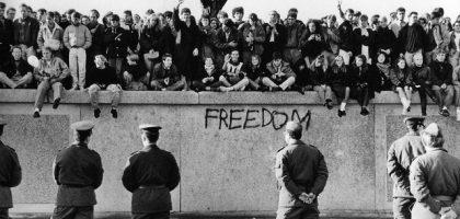 muro_berlin_protestas_inicio_construccion_web